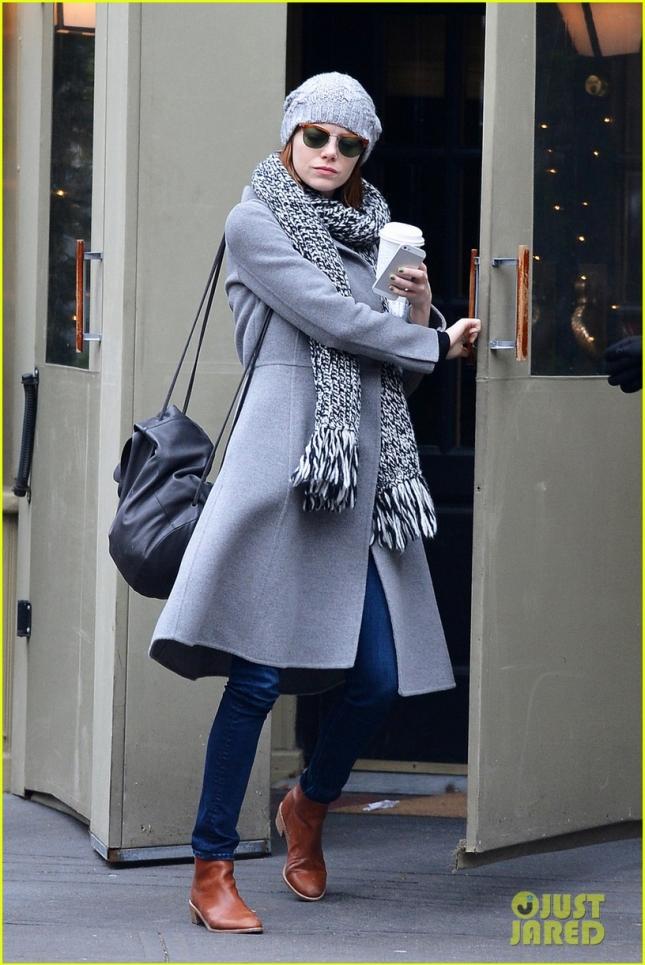 Эмма Стоун с чашечкой утреннего кофе в Нью-Йорке
