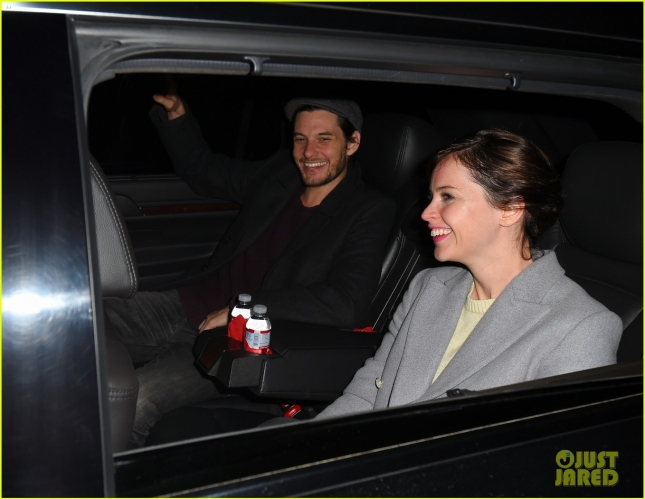 felicity-jones-ben-barnes-share-a-car-at-lax-airport-09