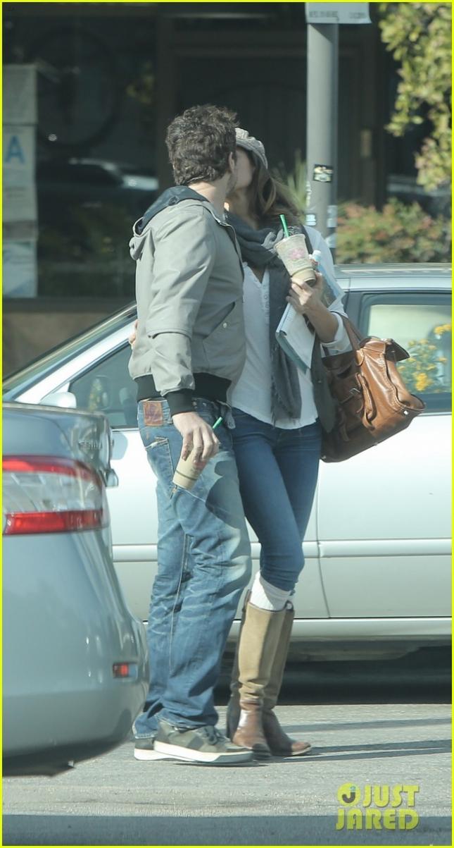 Gerard Butler and Girlfriend Morgan Brown Share a Kiss