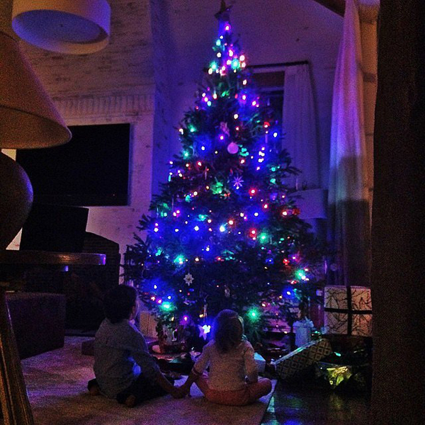 Gisele-Bündchen-shared-shot-her-stunning-Christmas-tree