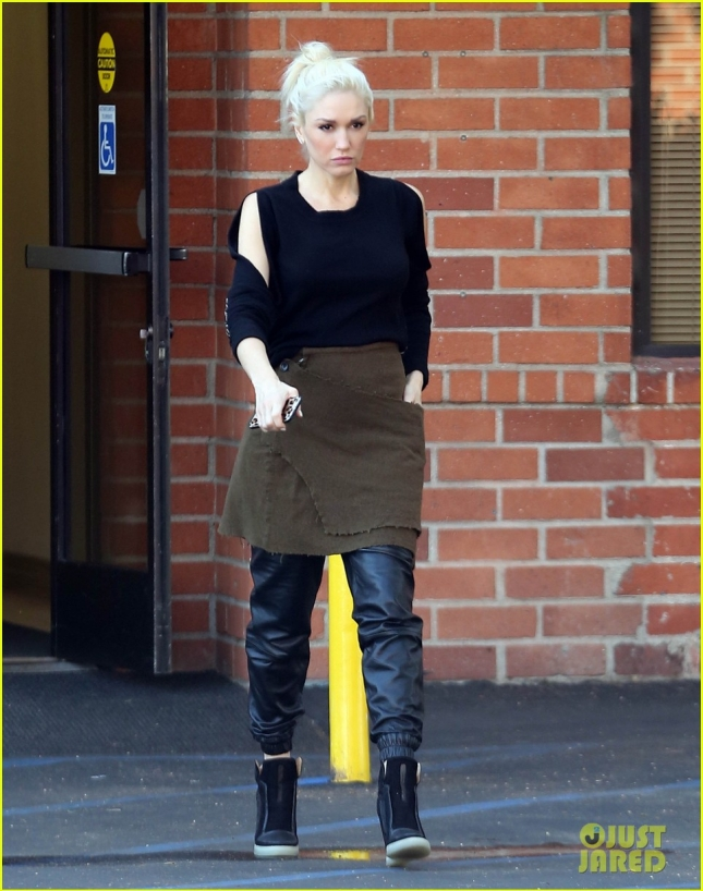 gwen-stefani-style-icon-out-about-03