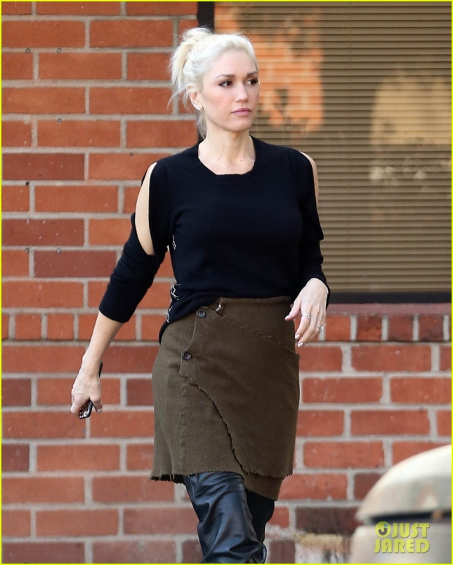 gwen-stefani-style-icon-out-about-04