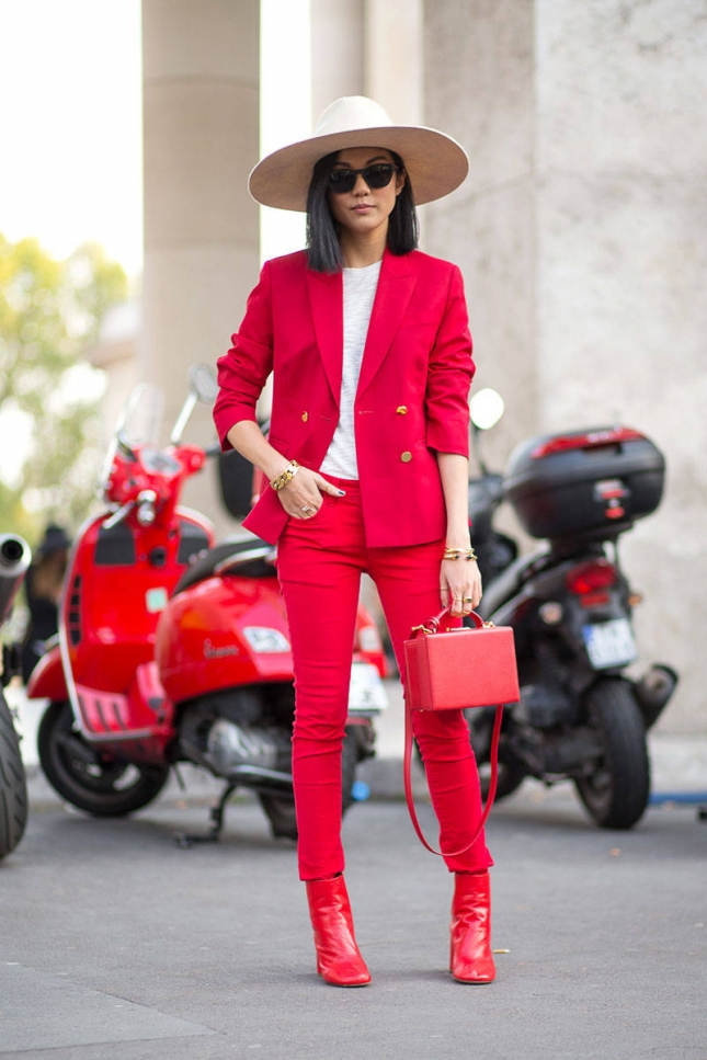 hbz-red-1-pfw-ss2015-street-style-day1-12-lg