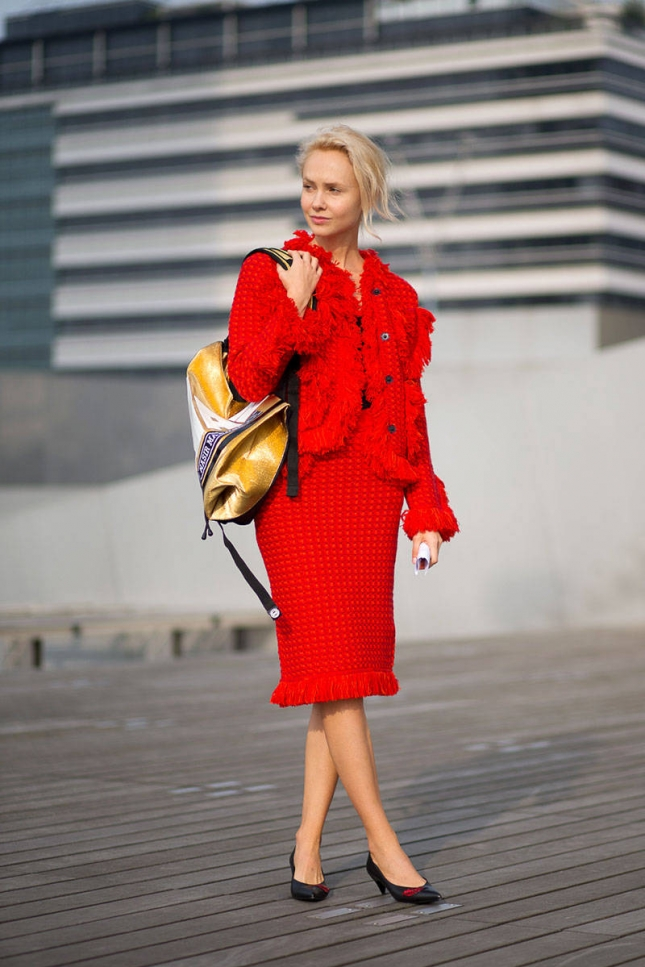 hbz-red-2-pfw-ss2015-street-style-day1-04-lg