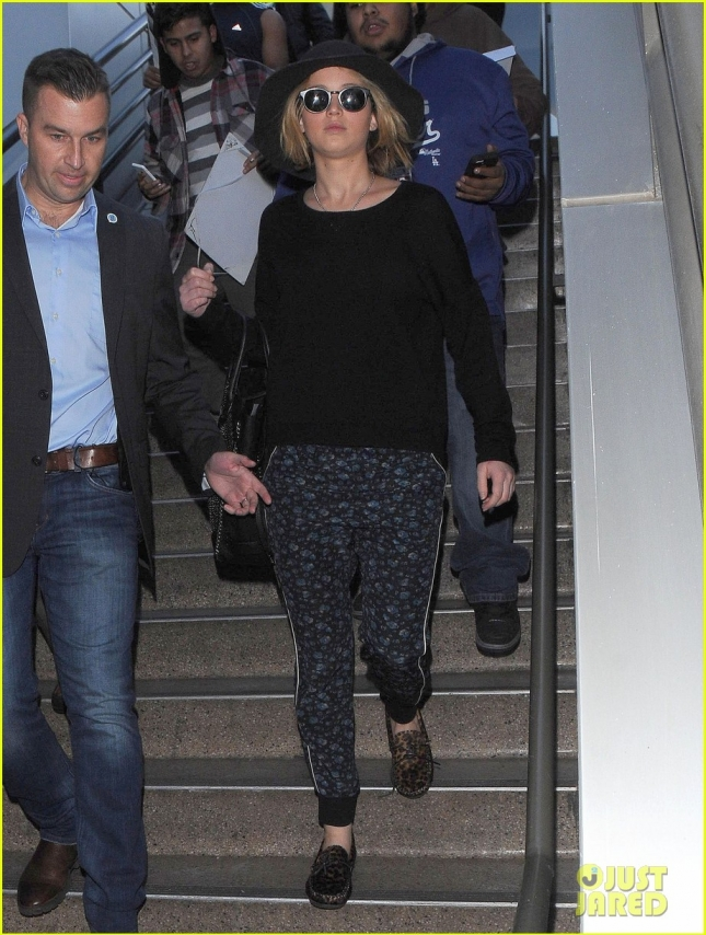 Дженнифер Лоуренс в аэропорту LAX