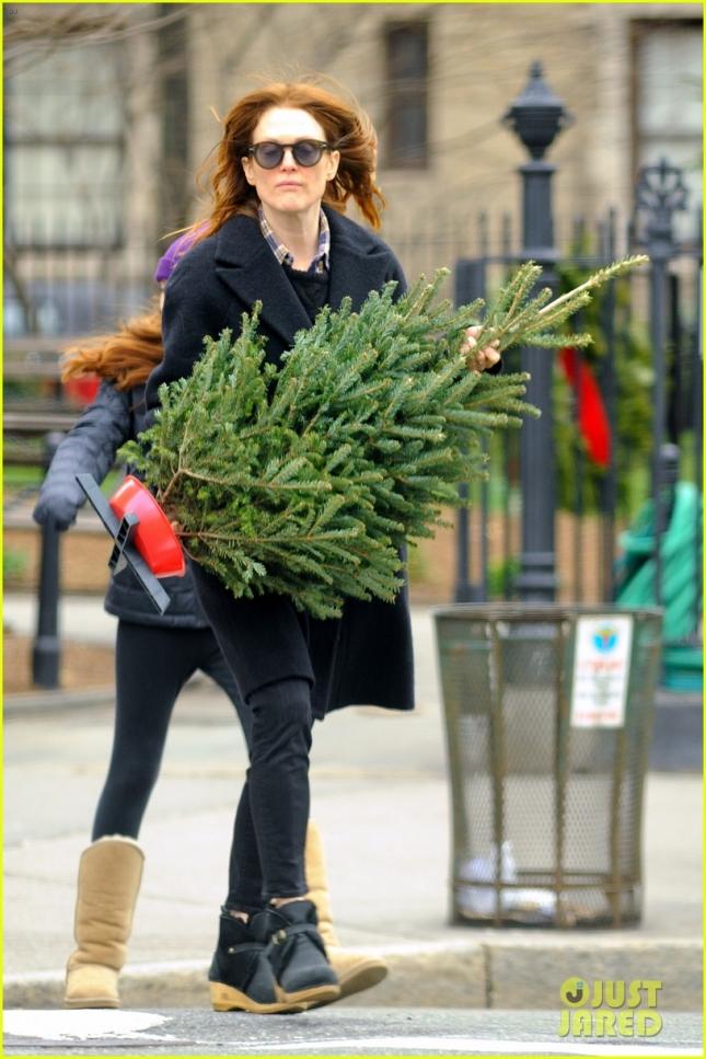 14 декабря: Джулианна Мур в Нью-Йорке