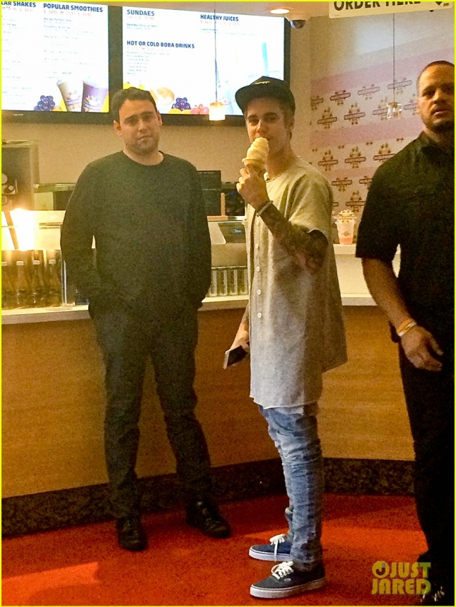 *EXCLUSIVE* Justin Bieber gets ice cream with Scooter Braun