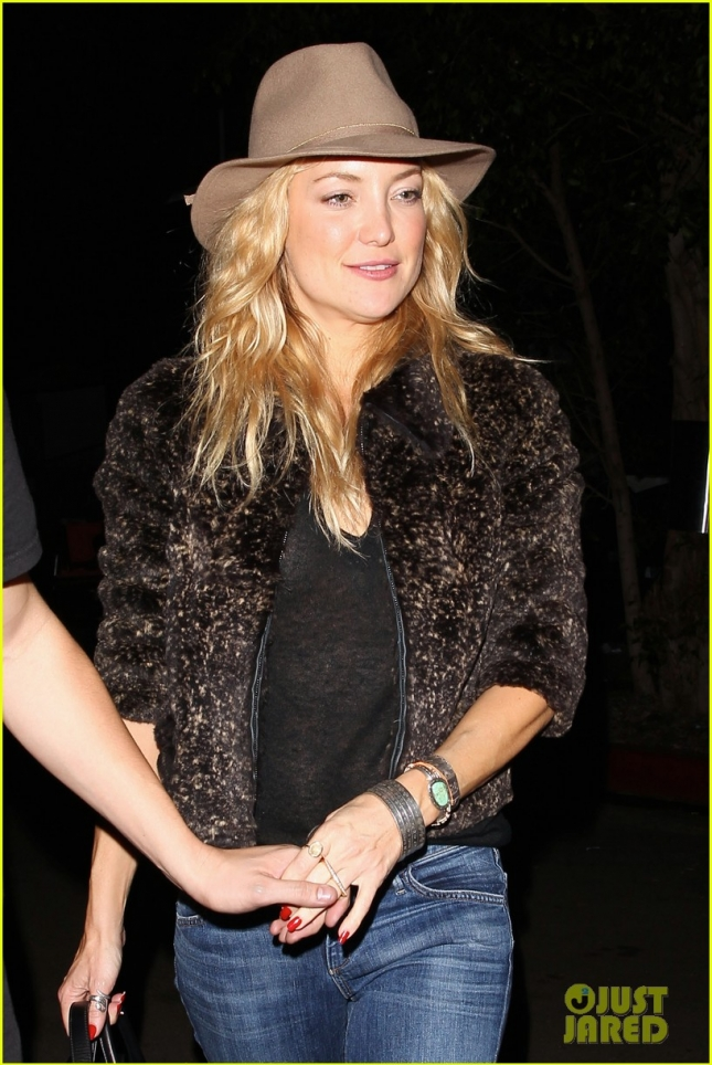 kate-hudson-cowgirl-hat-night-out-01