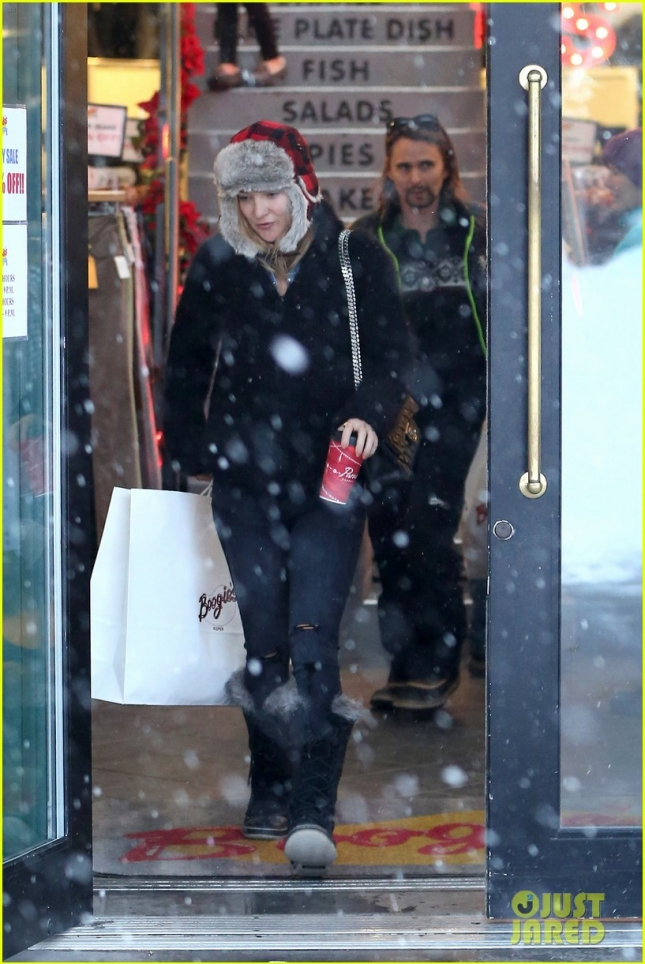 Kate Hudson and Matthew Bellamy keep it amicable for a shopping trip at Boogies