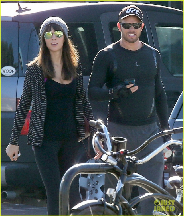 *EXCLUSIVE* Kellan Lutz spends his Thanksgiving weekend with a brunette beauty **USA ONLY**