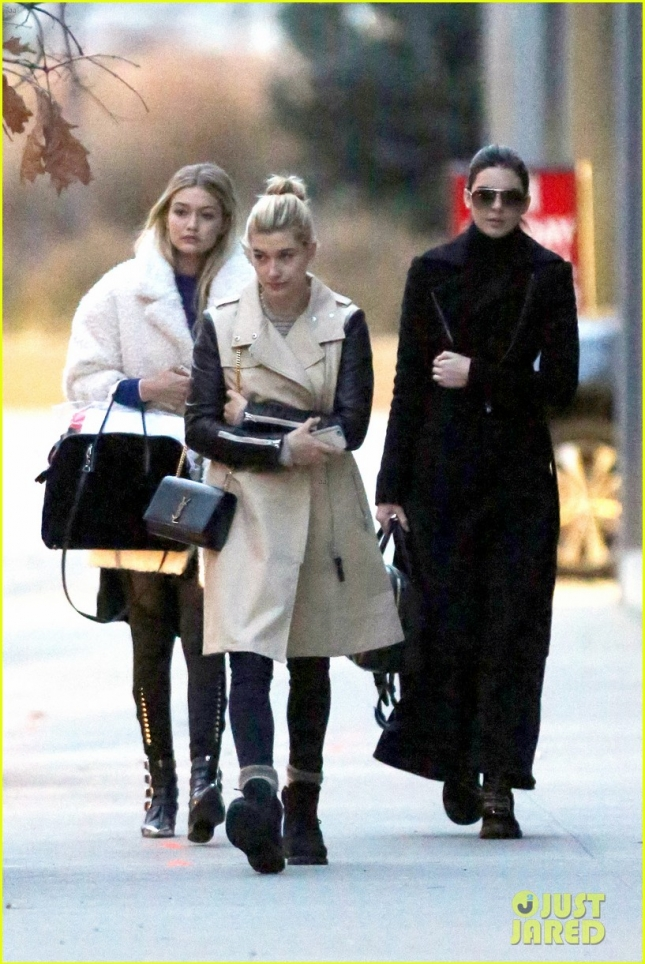 kendall-jenner-gigi-hadid-mix-business-02