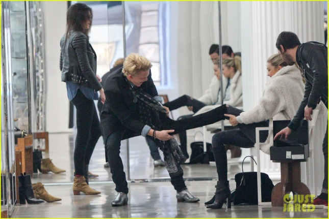 kendall-jenner-goes-shoping-in-soho-with-gigi-hadid-cody-simpson-13