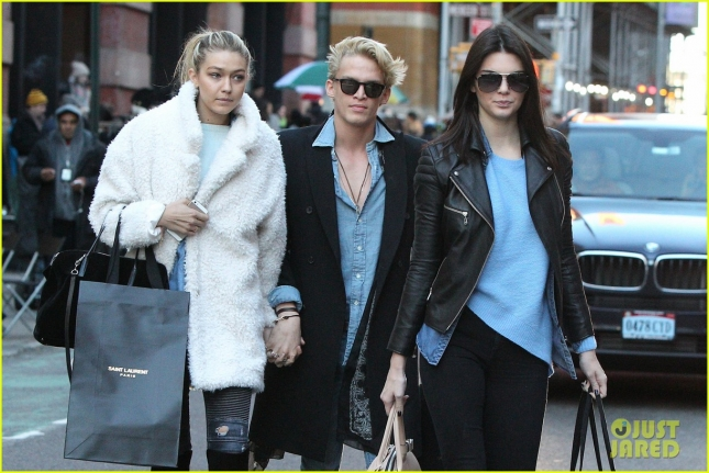 kendall-jenner-goes-shoping-in-soho-with-gigi-hadid-cody-simpson-18