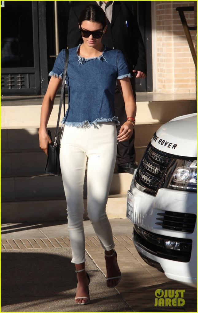 kendall-jenner-post-christmas-shopping-trip-02