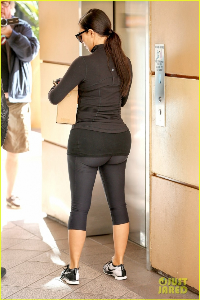 kim-kardashian-shocks-us-by-wanting-flat-butt-05