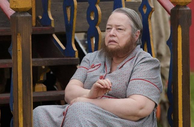 """Кэти Бейтс в сериале """"Американская история ужасов"""""""