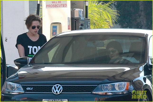 *EXCLUSIVE* Tom Boy Kristen Stewart stops by a gas station