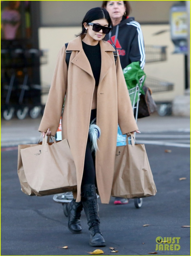 Kylie Jenner keeps her midriff under wraps while grocery shopping