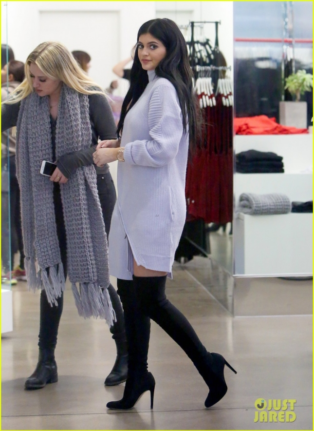 *EXCLUSIVE* Kylie Jenner and Hailey Baldwin shop at Nasty Gal's