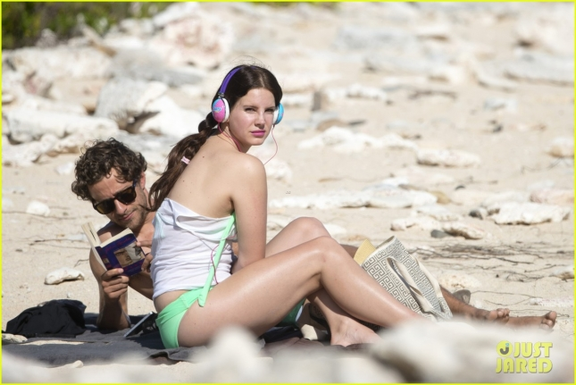 lana-del-rey-francesco-carrozzini-relax-beach-04