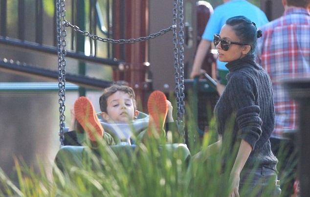 Николь Ричи и ее муж Джоэл Мэдден заехали погулять с детьми