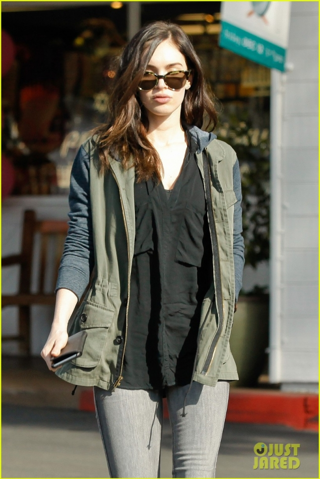 Megan Fox and Brian Austin Green stop by the Beverly Glenn Mall for breakfast