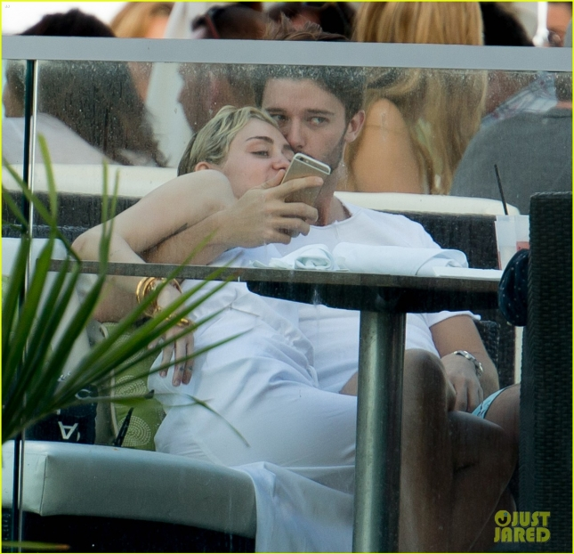 miley-cyrus-kiss-from-patrick-schwarzenegger-04