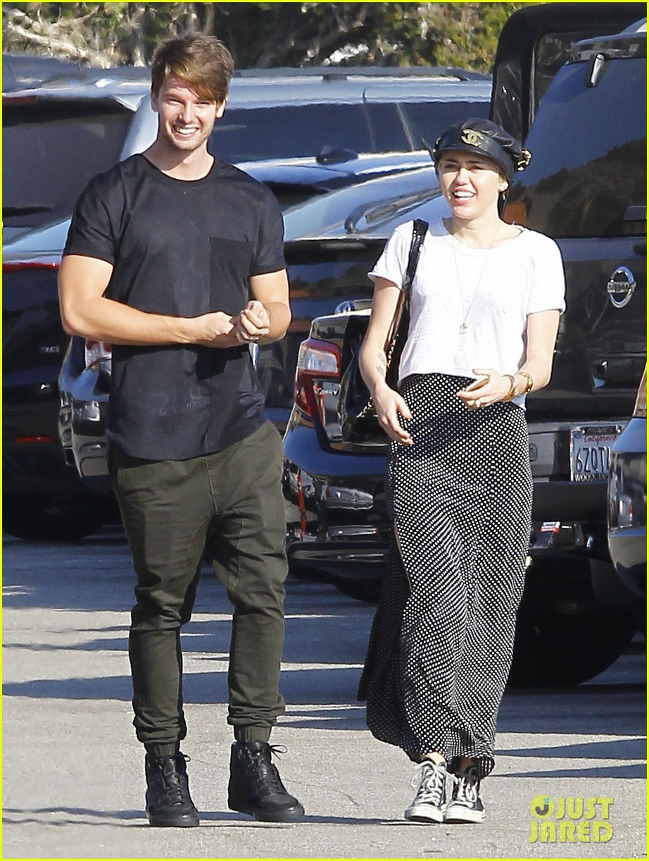miley cyrus dating who 2014 Miley cyrus brings bangerz to australia in october 2014, proudly presented by dainty group.