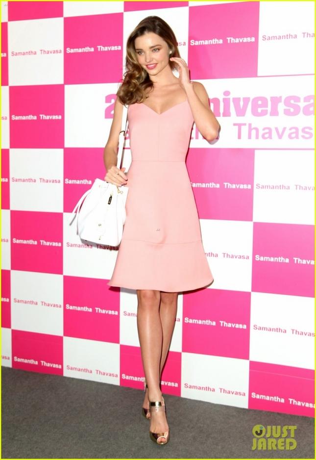 12 декабря: Миранда Керр на праздновании 20-летия Samantha Thavasa в торговом центре Харбур Сити. Образ первый