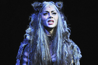 nicole-scherzinger-looks-unrecognizable-in-cats-costume-01