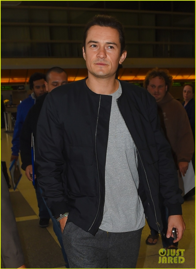 Orlando Bloom is called into the customs office at LAX **NO UK**