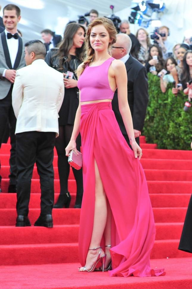 Укороченный топ: Эмма Стоун на MET Gala 2014