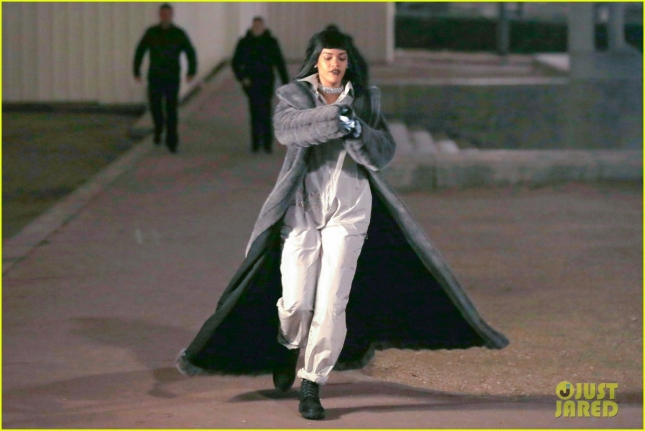 rihanna-filming-music-video-paris-04
