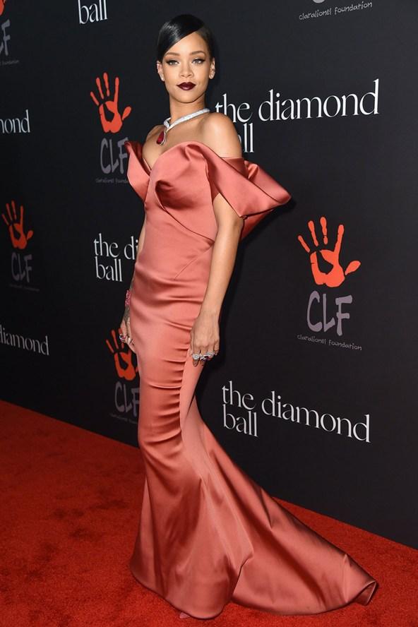 Rihanna_glamour_10dec14_rexfeatures_b_592x888