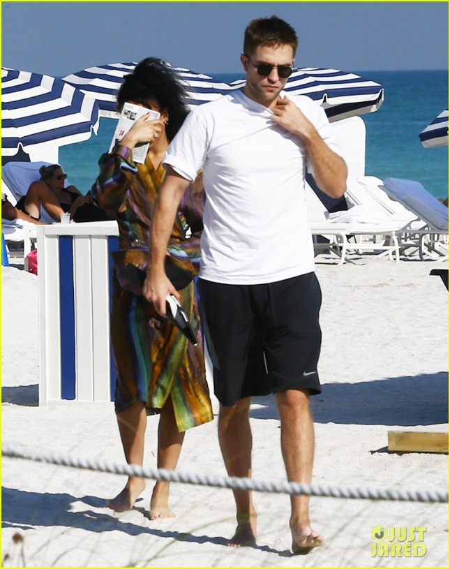 Semi-Exclusive... Robert Pattinson & FKA Twigs Enjoy A Beach Day In Miami