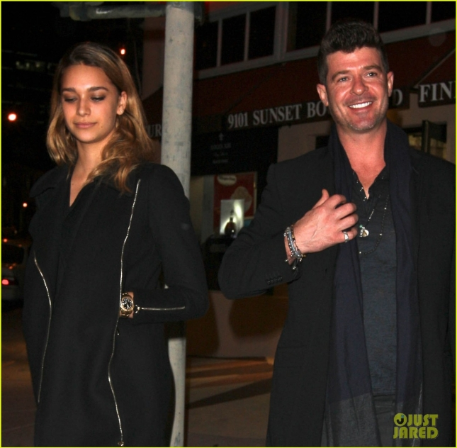 robin-thicke-girlfriend-holiday-season-together-02