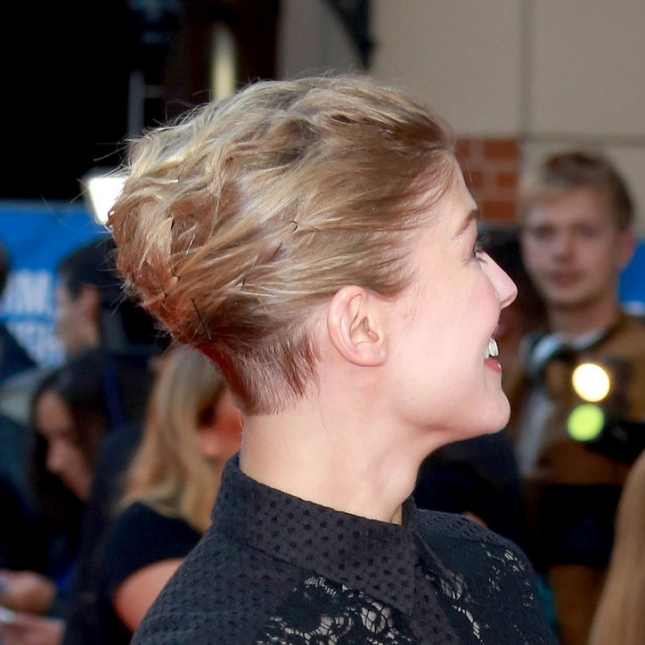 rosamund-pike-shaved-undercut-haircut-w724