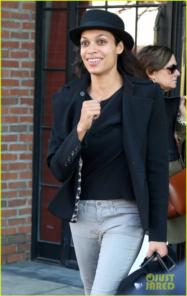 Rosario Dawson Steps Out With No Makeup
