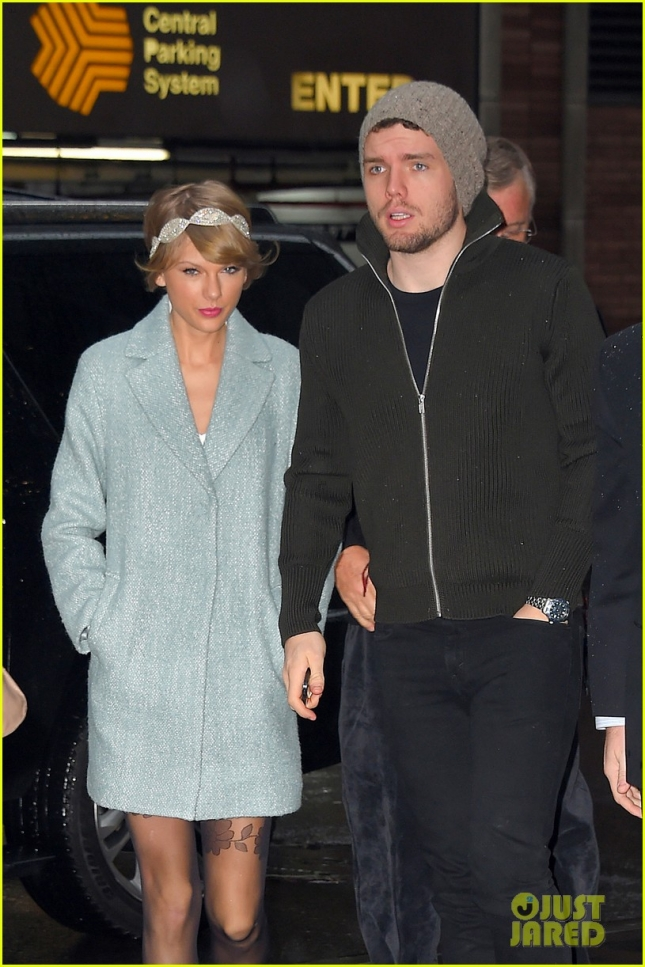 Вместе с Тейлор на спектакль сходил и её брат Остин