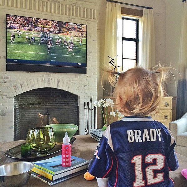 Vivian-Brady-cheered-her-dad-Tom-during-Patriots-game
