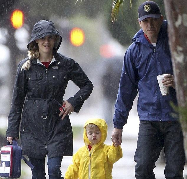 Риз Уизерспун с мужем и сыном