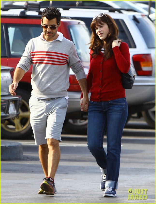 Zooey Deschanel & Jacob Pechenik Stop For Snacks In Studio City