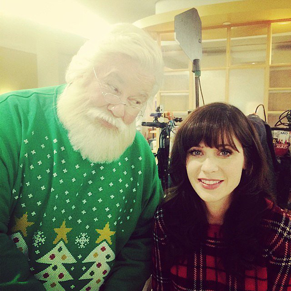 Zooey-Deschanel-looked-ready-Christmas-while-filming-New-Girl