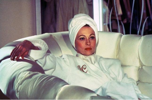 01-beauty-advice-from-films-mommie-dearest