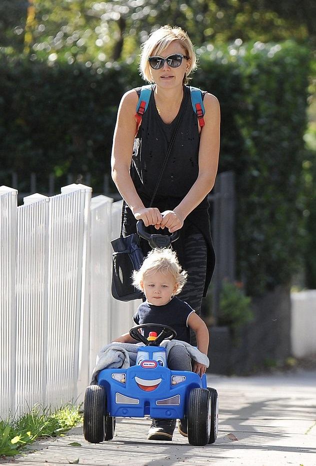 Малин Акерман с сыном
