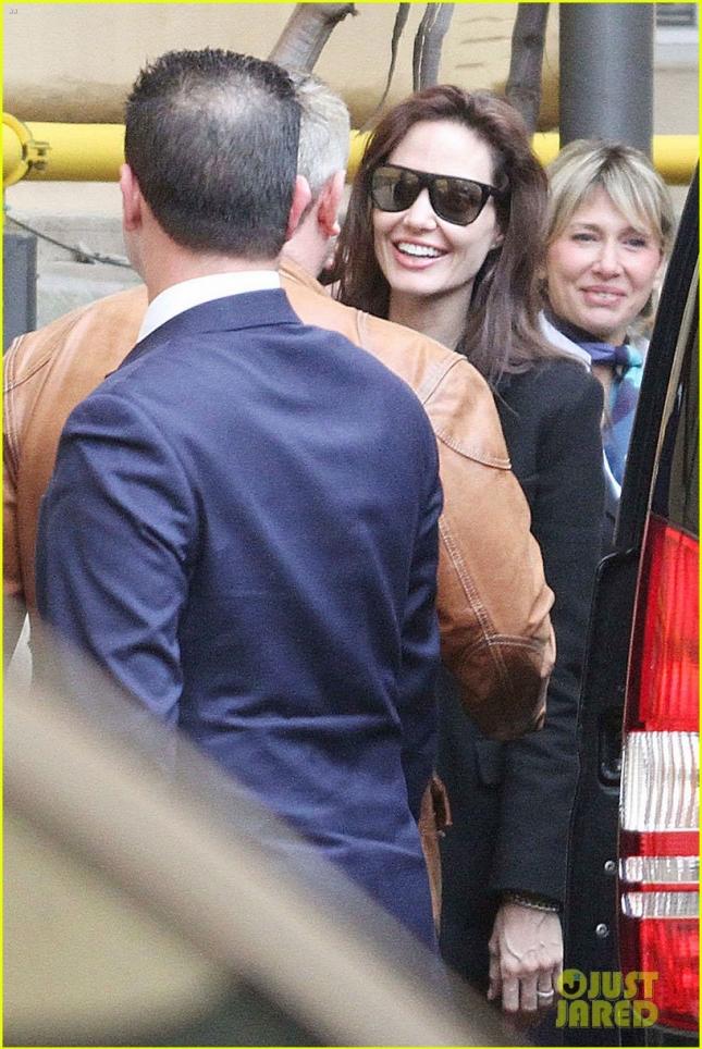 Анджелина Джоли с семьей прилетела в Рим