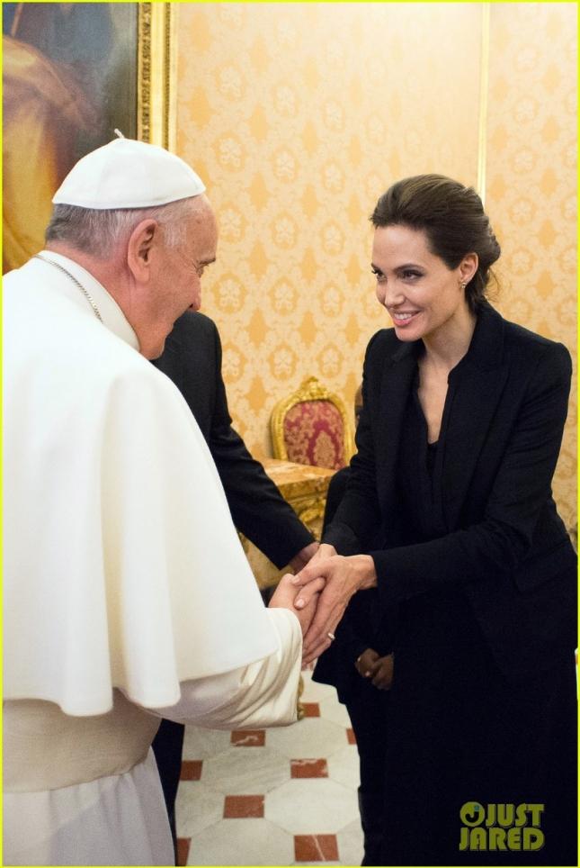 Анджелина Джоли на встрече с Папой Римским