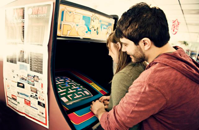 arcade-playing-date