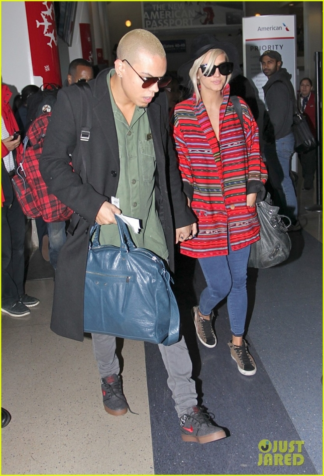 ashlee-simpson-evan-ross-at-the-airport-01