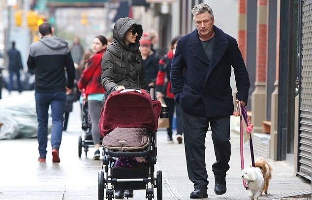 Алек и Кармен Болдуин с дочкой